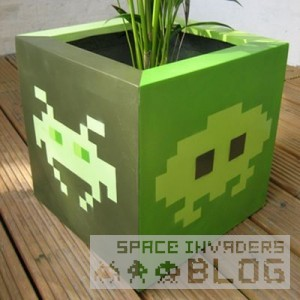 0_large_space-invader-esque-fibreglass-pot-1